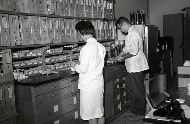 historic picture of College of Pharmacy lab